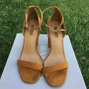 FOREVER 21 MUSTARD STRAPPY SANDAL WITH THICK HEEL